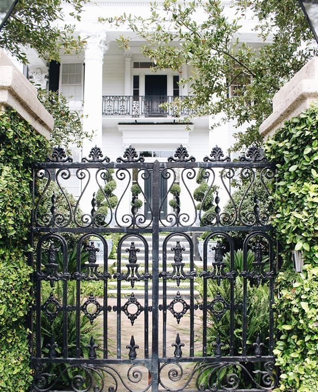 A day full of beautiful houses behind intricate (slightly ominous) gates.  #abitofcharleston #charleston #explorecharleston #chs #chstoday #charlestoninspired #doorsofcharleston #whitehouse #exterior #blueandwhite #southofbroad #cntraveler #goopgo #theeverygirl #traveloften #traveldeeper #slhomes #slpicks #pursuepretty #flashesofdelight #abmlifeisbeautiful #abmlifeiscolorful #charlestondaily #historiccharleston #gatesofcharleston #irongate