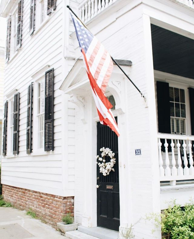HAPPY FOURTH FRIENDS!  Hope you all have the best holiday weekend full of salty hair, sandy feet, fun summer cocktails, and hotdogs.   #abitofcharleston #charleston #explorecharleston #chs #chstoday #charlestoninspired #doorsofcharleston #whitehouse #exterior #southofbroad #cntraveler #goopgo #theeverygirl #traveloften #traveldeeper #slhomes #slpicks #pursuepretty #flashesofdelight #abmlifeisbeautiful #abmlifeiscolorful #charlestondaily #historiccharleston #fourthofjuly #4thofjuly #happyfourthofjuly #happy4thofjuly #americanflag #cottonwreath