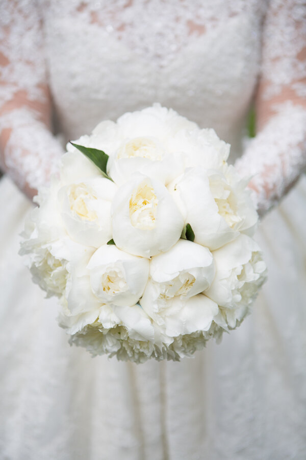 white-peony-bouquets-wedding-flowers-passion-for-flowers-1.jpg