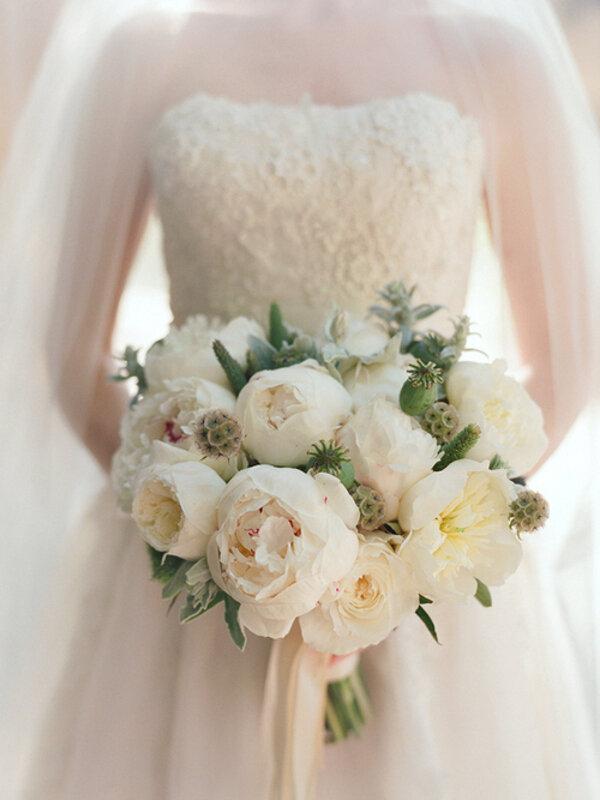 white-peonies-wedding-bouquet.jpg