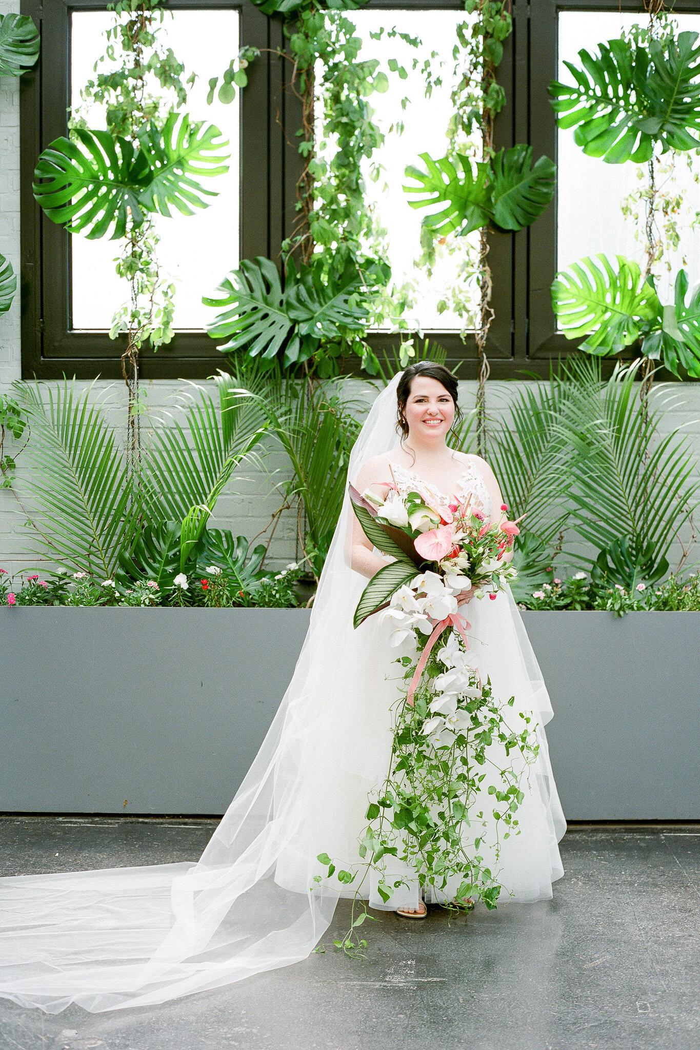 hillary-mike-wedding-bride-bouquet-02-6479427-0318.jpg