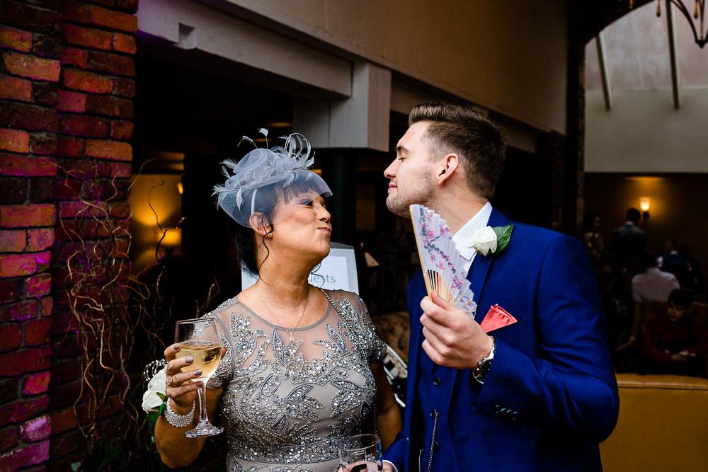 Cheryl-Rob-Marriot-Worsley-Wedding-Photographer-09.jpg