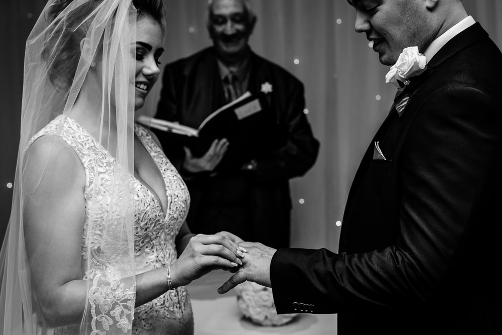 Cheryl-Rob-Marriot-Worsley-Wedding-Photographer-16.jpg
