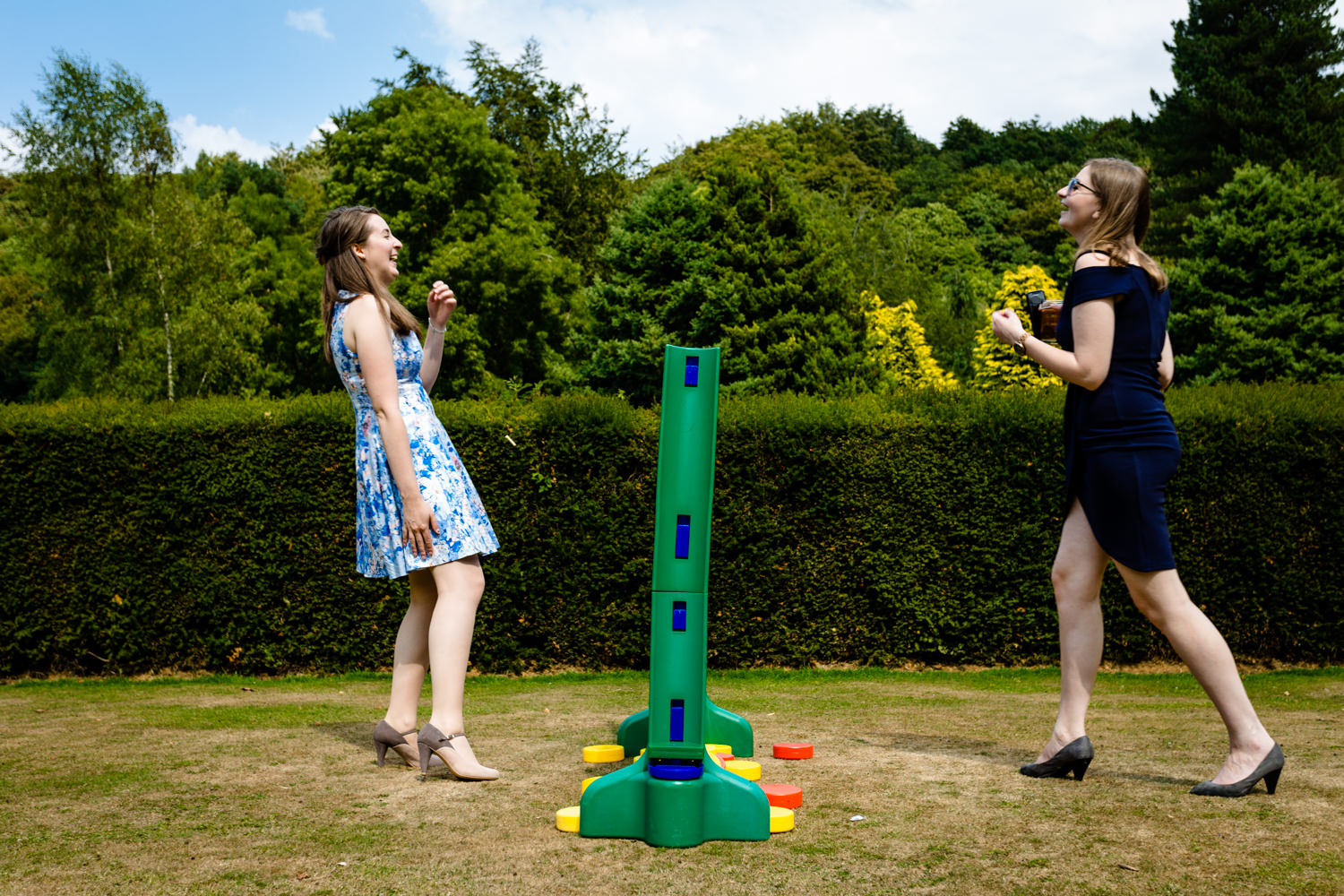 Relaxed and fun games in the garden at a wedding.