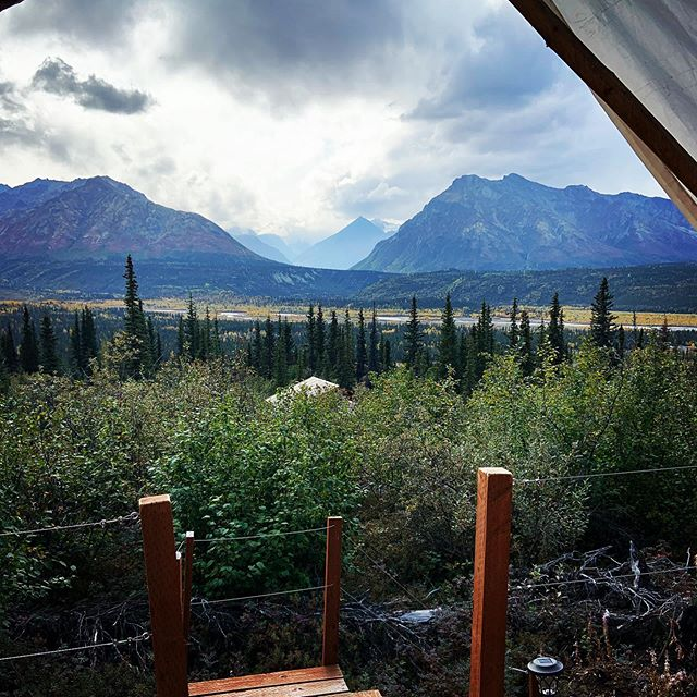Fall colors in the valley seen from the tent decks. This time of year brings warm afternoons and crisp evenings with beautiful fall colors! #glampingalaska #glamping #alaskaliving #alaskaglamping #alaskalife #matanuskaglacier #matanuska #micaguides #camping⛺ #fallcolors #fallinthemountains #alaskavacation #uniquevacations