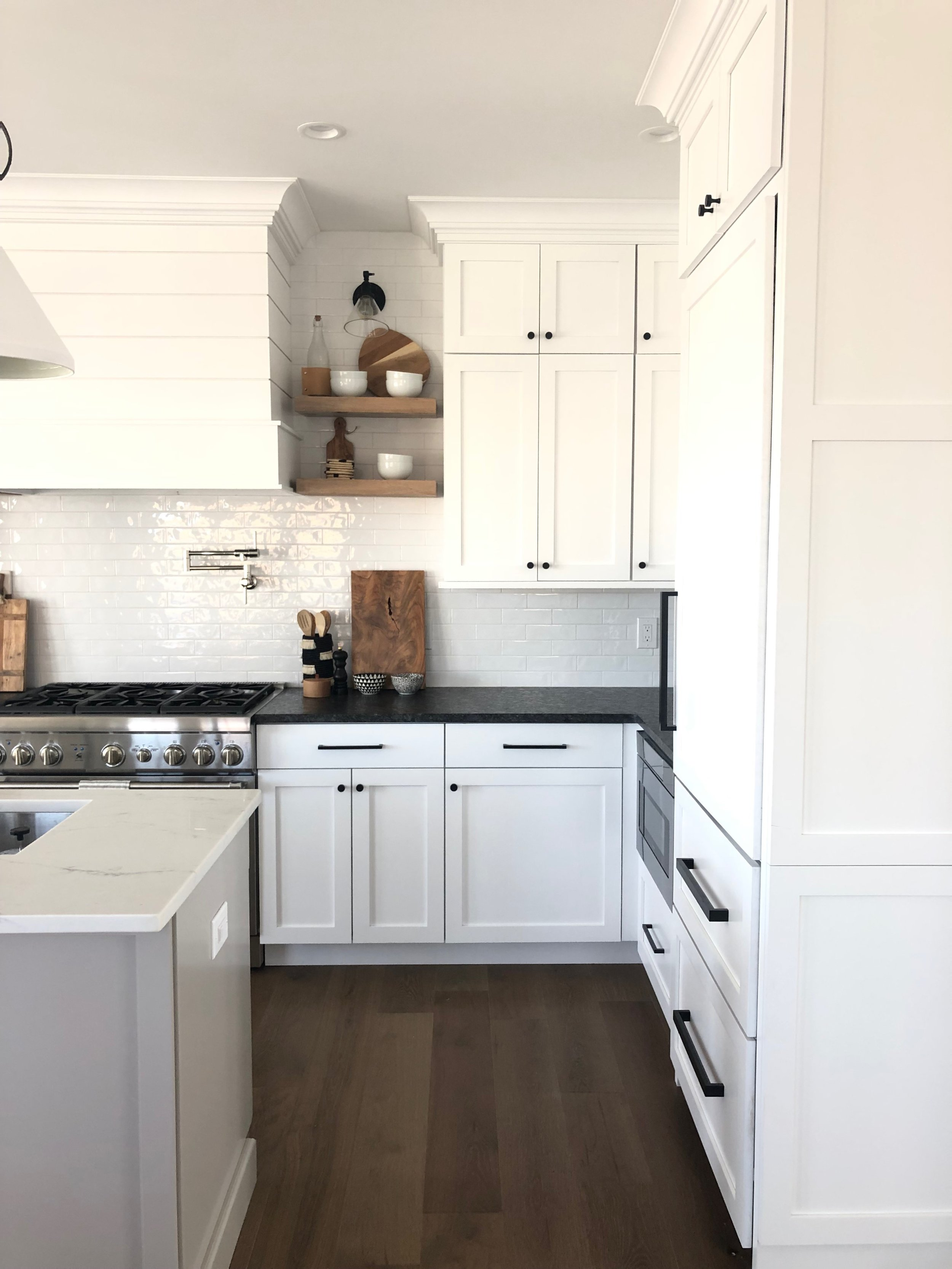 kitchengrayandwhite