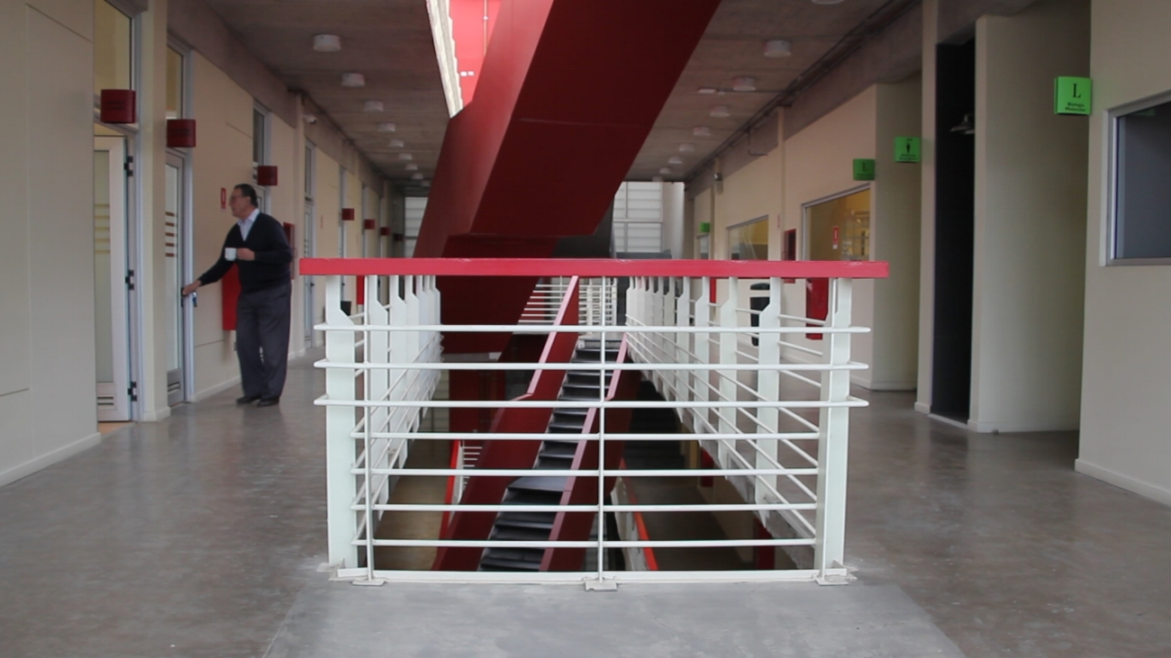 The hallways of the Department of Biochemistry at the PUCV, one of the academic centers where the technology for bioethanol made from forestry waste is being developed.
