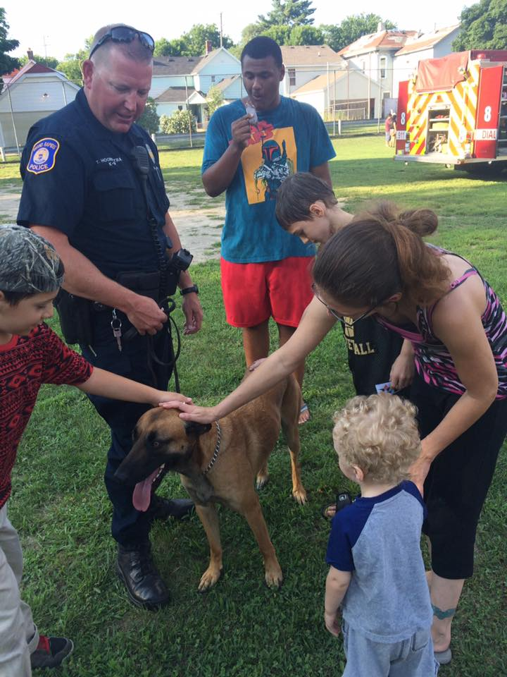 GRPD K9 greeting families!