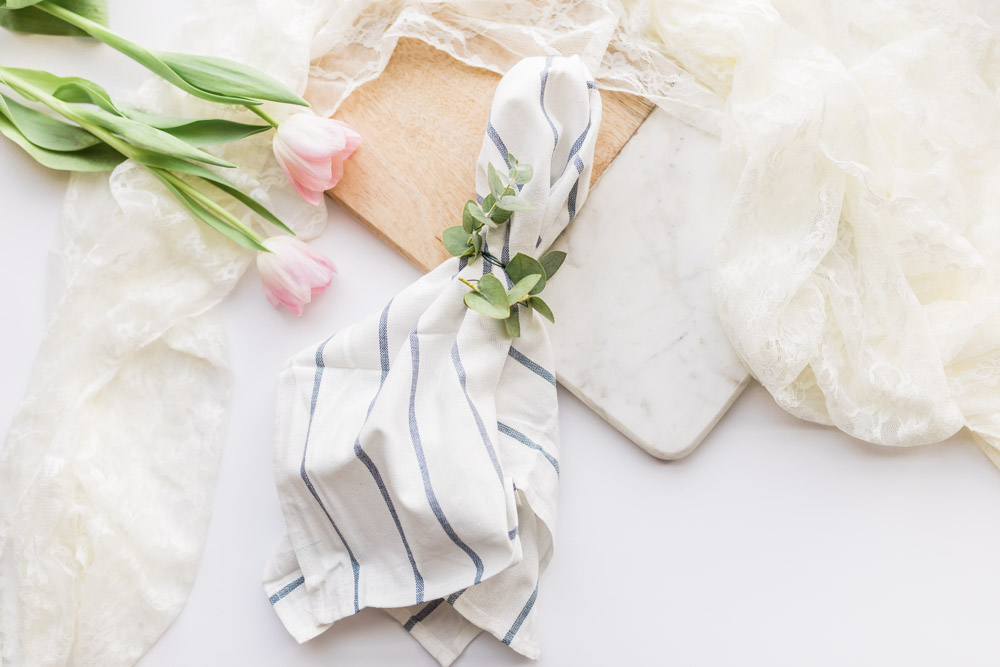 DIY foliage, greenery napkin ring with eucalyptus for wedding reception