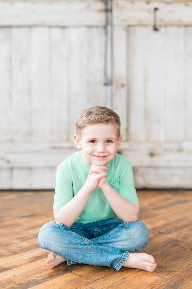 Children studio session | exposed brick | natural light | Laurenda Marie Photography