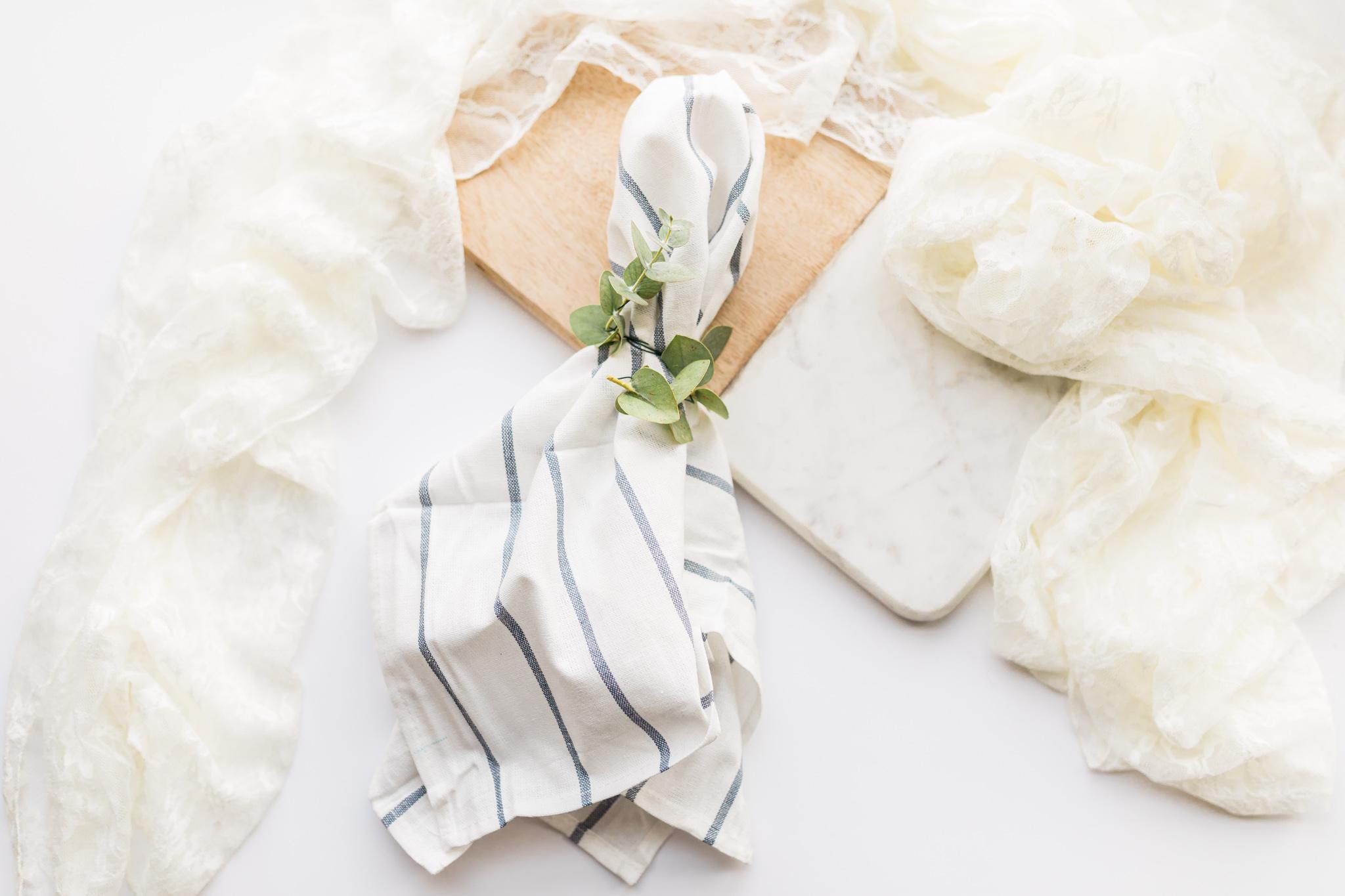 Diy Greenery Napkin Ring For Wedding Reception Laurenda Marie Photography Laurenda Marie Photography
