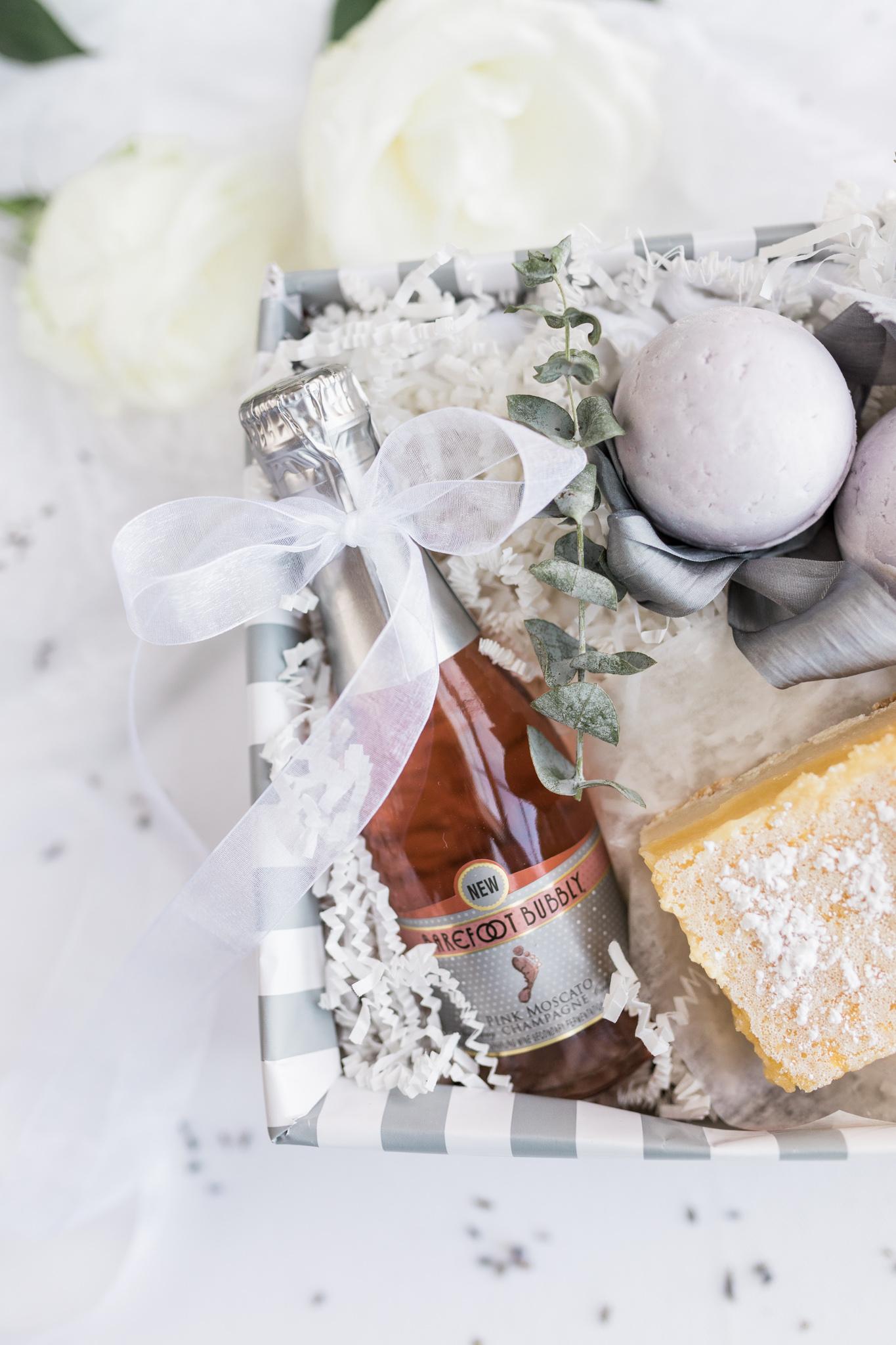 Bridal party gift | DIY Gift Basket | Homemade Lemon Bars | Homemade Bath Bombs