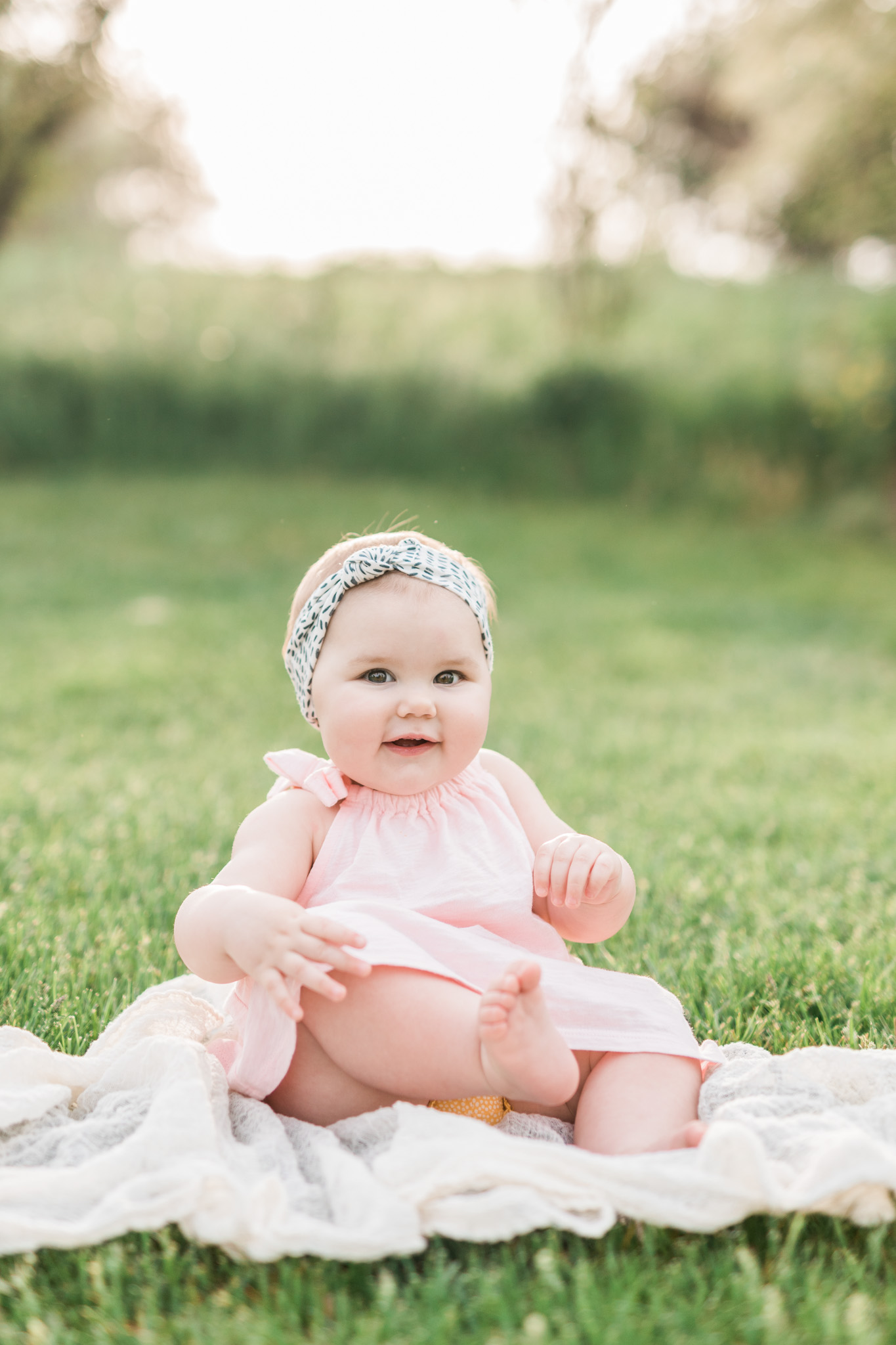Baby girl 9 month Spring milestone session | Laurenda Marie Photography