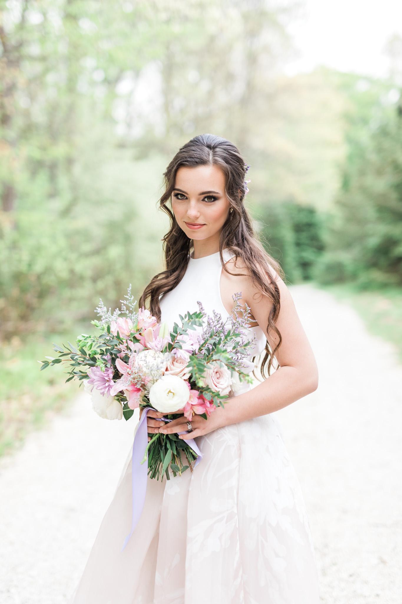 Bridal Portrait | Styled Wedding Shoot at Gable Hill Barn | Elegant Chic Wedding | Laurenda Marie Photography | West Michigan Wedding Photographer |