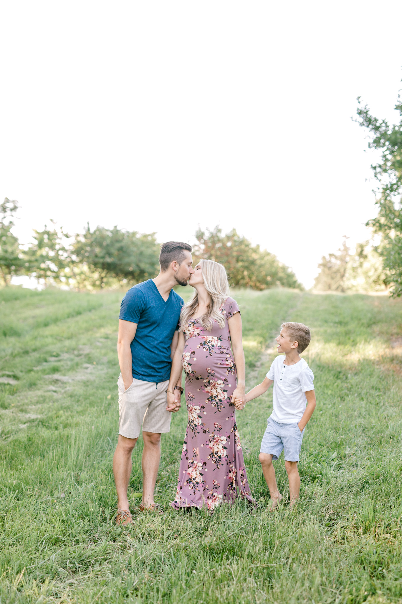 Beautiful Summer Family Maternity Session | Laurenda Marie Photography | Grand Rapids Michigan Maternity Photographer