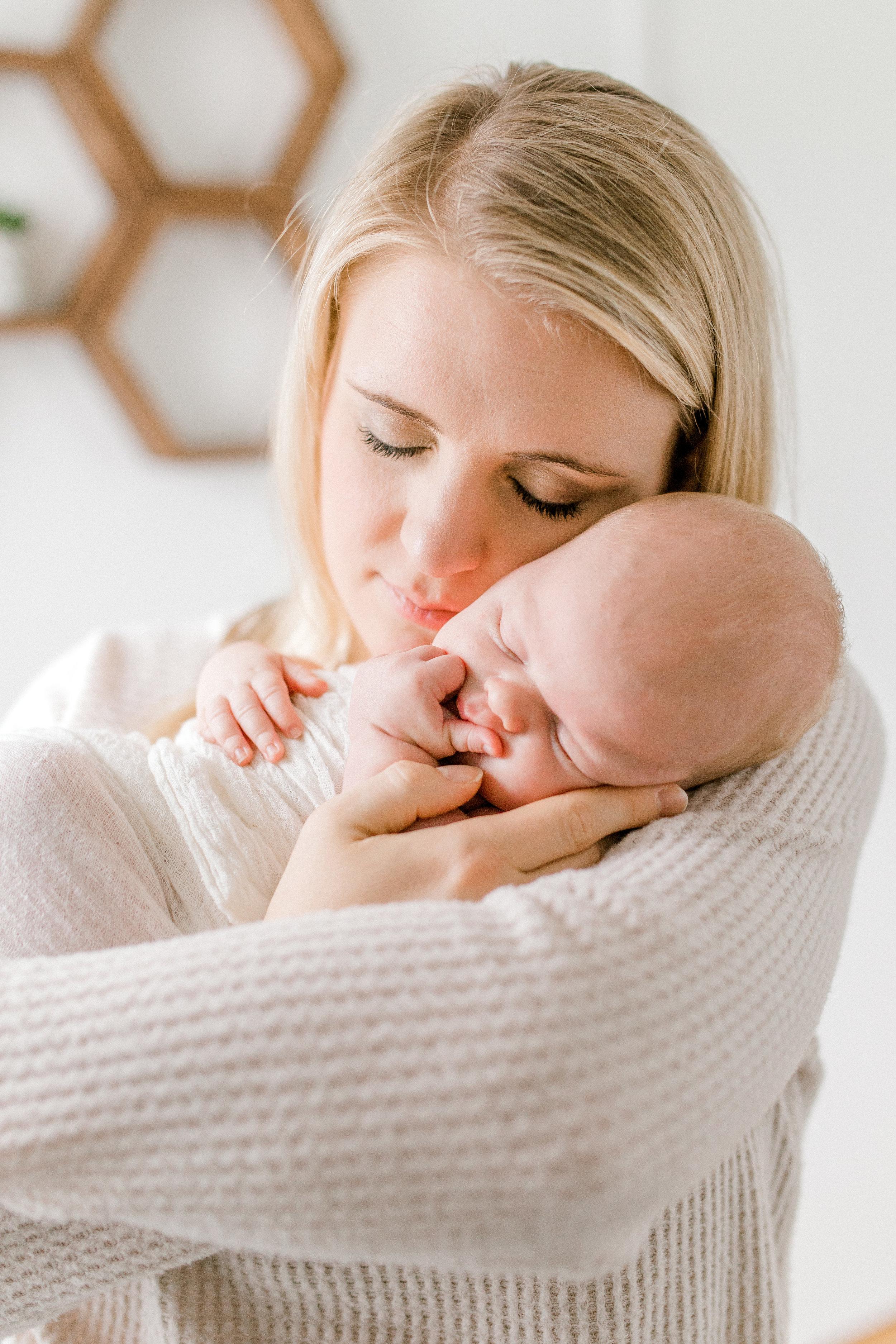 Earthy In-Home Newborn Lifestyle Session | Minimal Nursery Design | Modern Rustic Nursery | Baby Boy Nursery | Dream Nursery