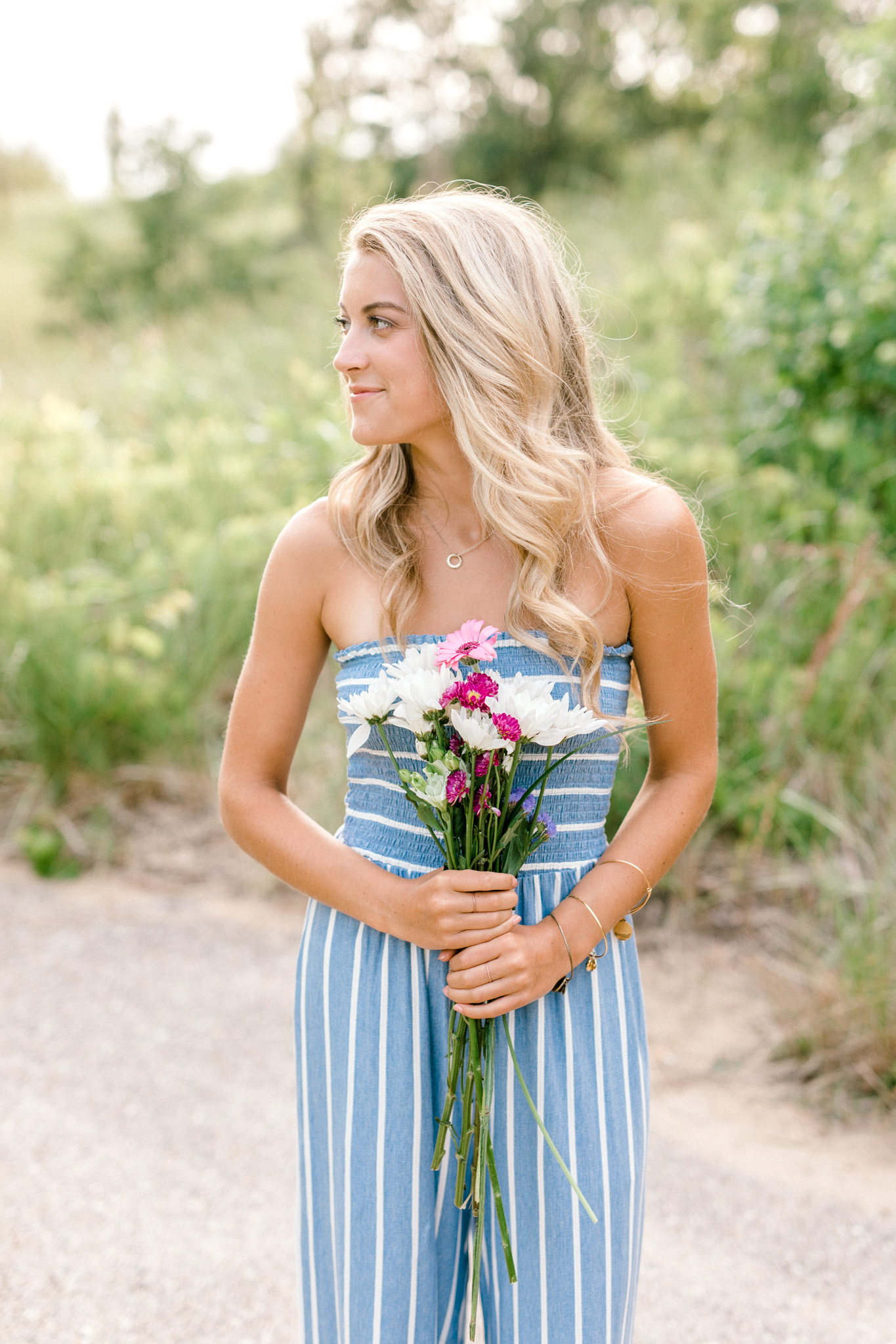 Beautiful Senior Girl Session at the Orchard and at the Beach | Senior Girl Poses | Senior Girl Wardrobe