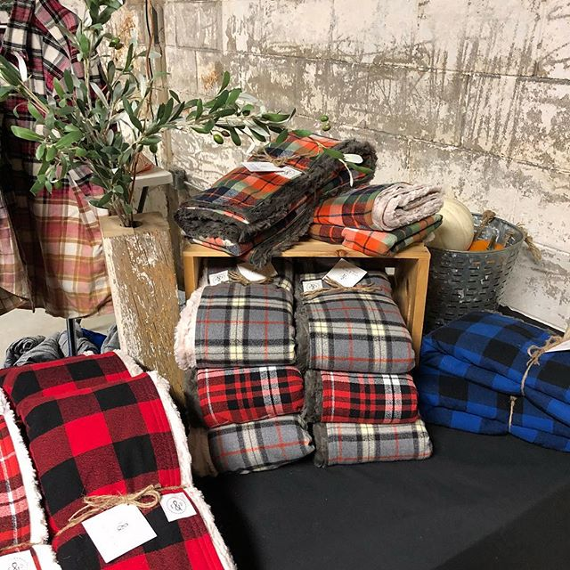 A big thank you to the team at @junkstock for a fabulous event last weekend! We loved meeting all of you junkers who braved the weather to nab some great finds. ☔️😵 LOCALS-We're back tomorrow at the @vailfarmersmarket for our last market of the season and we'll have LOADS of our flannel plaid throws in tow. See you there! 😉👍🏽 #coleanddainer #shoplocal #shopsmall #coloradomade #coloradomakers #flannel #plaid #throws #holidaygifts #snuggly #lumberjack