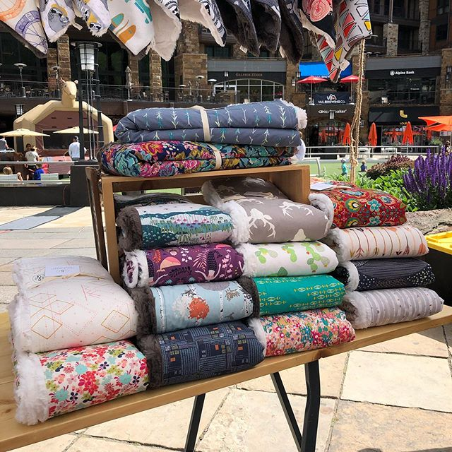 It's a beautiful morning in the Village and we are ALL STOCKED UP on throws (and everything else snuggly). Come see us in Solaris until 3:30! #vailvillage #farmersmarket #shopsmall #shoplocal #coleanddainer #handcrafted #coloradomade