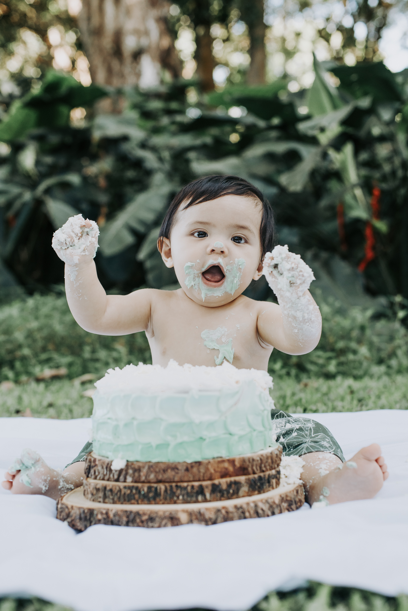 Queen Emma Park Cake Smash | Oahu Lifestyle Photographer