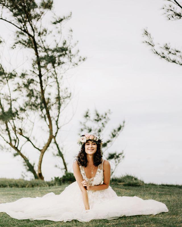An actual angel. 😭 〰️ Host + Design: @jamieleenoguchi Venue: @hawaiipoloweddings Florals: @mariebloomsfloral Gowns: @masakoformals Tuxedo: @dosformal Rentals: @hawaiifinelinens, @mainpartyrentalshi, @pacificpartyrentals, @roamrentalshawaii H/MUA: @whikd_weddings Invitations + Calligraphy: @thesimpleflourish Linens: @hawaiifinelinens Cake: @bearandbeebakehouse Jewelry: @hawaiianjewelry Accessories: @muse_by_rimo Bar: @sodapophawaii  Models: @akelarenae