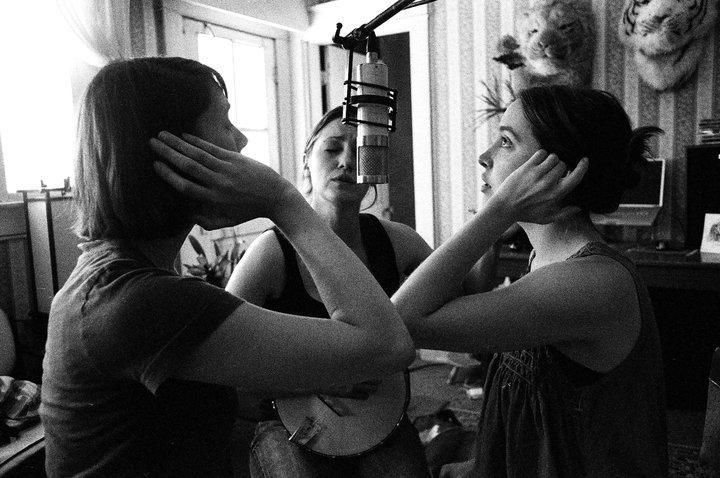 Maiden Radio - Joan ShelleyJulia PurcellCheyenne Mize