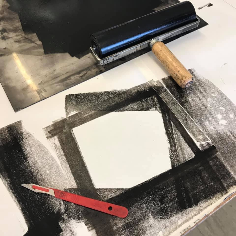 Applying ink to plate using roller