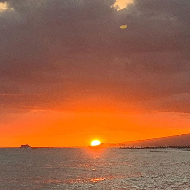 Hawaiian Sunset  #sunset #hawaii #sun #orange #yellow #art #photography #hawaiian #ocean #cruise #ship #boat