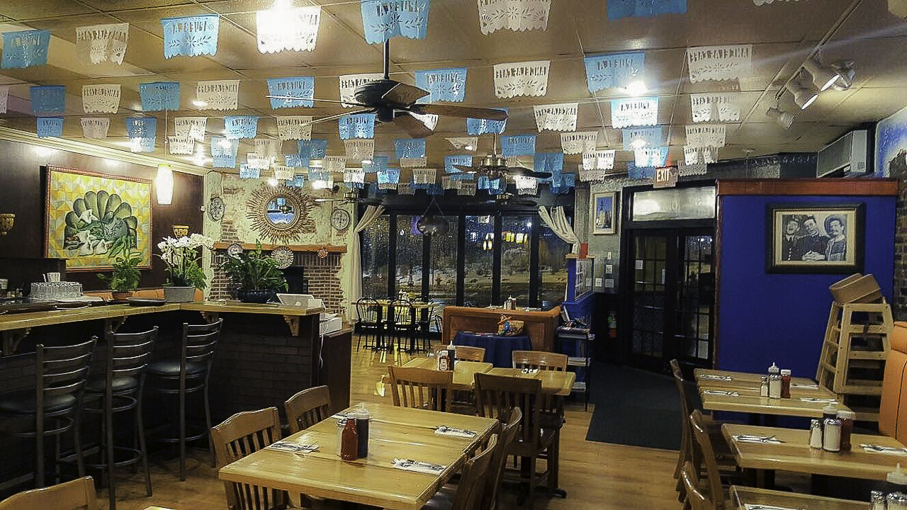 angelas-cafe-orient-heights-interior1
