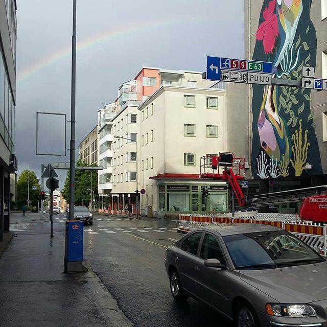 Repost from @jukkapeltosaari : Sateenkaaren päässä on keskeneräinen muraali. @laurahelena @urbaaniry @grexart