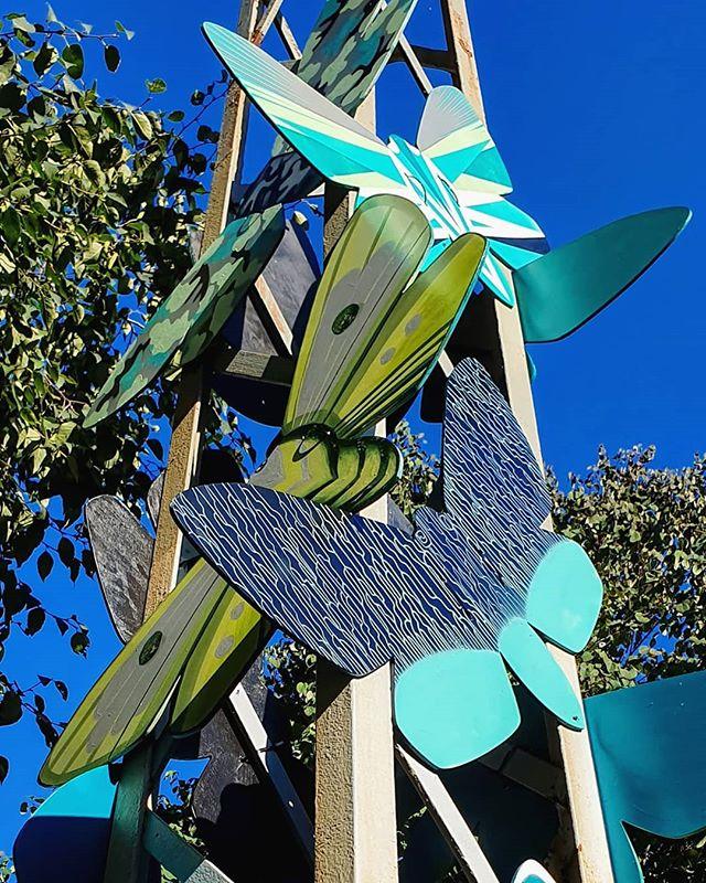 Miten meidän käy, jos jäljelle ei jää yhtään pörrääjää?  @terhiekebom @elinaholley@katja__maa ja @p4iv1 toteuttivat Helsinki Design Weekille pääkaupunkiseudulla elävän uhanalaisen viheryökkösen inspiroimana 12 suuren vihreän perhosen parven Koulupuistikkoon, Designmuseon viereen.  Teokset ovat nähtävillä ympäri vuorokauden 5.-15.9.2019. Tervetuloa! Eläköön ötökät! 🐛🦋 [Ilmainen. Sopii kaikenikäisille. Esteetön pääsy] 📷 @elinaholley  #moth #butterfly #bug #EläköönÖtökät #LongLiveTheBugs #100bugs #SaveTheBugs #buglife #art #artist #streetart #publicart #painting #grafitti #spray #paint #ink #illustration #illustrator #graphic #city #park #urban #abstract #creative #design #exhibition #installation #HDW2019 #HelsinkiDesignWeek  @helsinkidesignweek