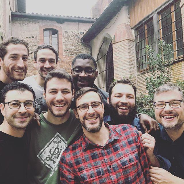 Les 5 musiciens et 3 techs réunis pour cette tournée Sud-Ouest ! Ce fut un immense plaisir de partager notre musique, notre foi et vous rencontrer en vrai ! 🙏🤓✨#Toulouse #Bordeaux #concerts #indie #bible #irishreel #Yatal #amitié #collectif