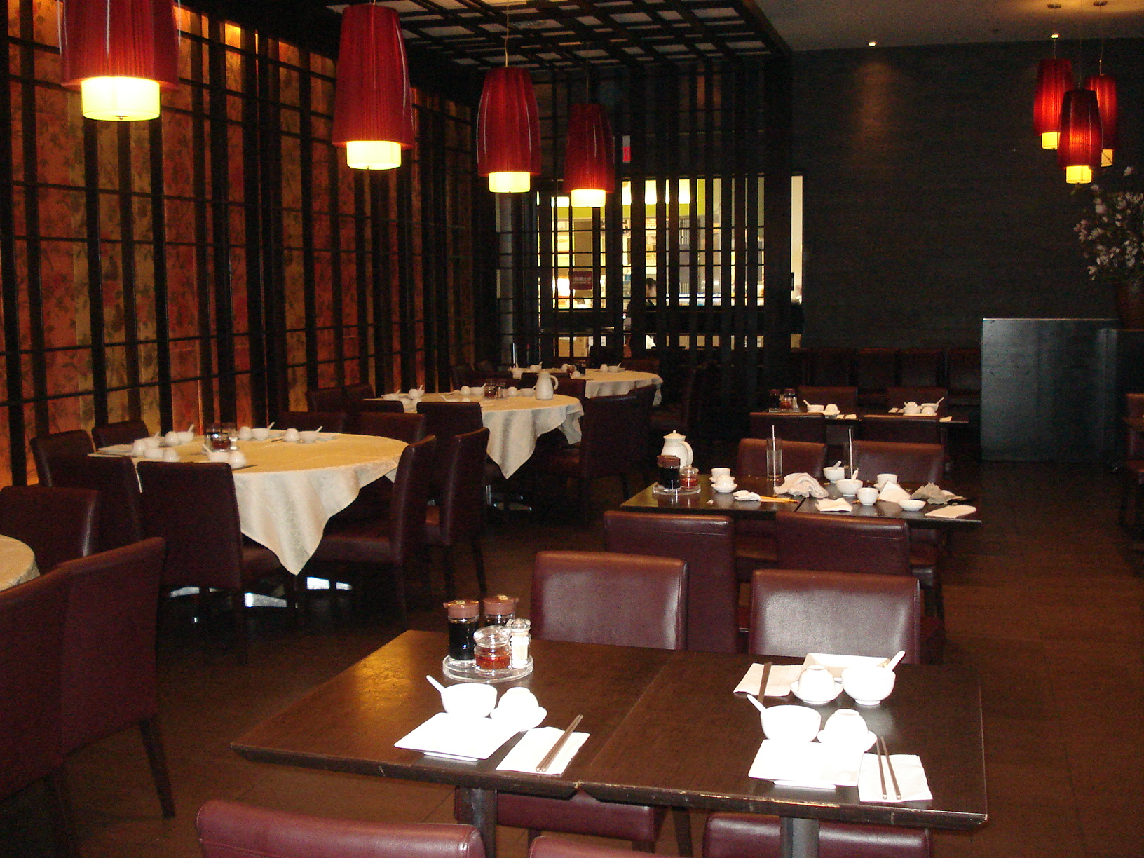 Picture of wide pathways within interior of restaurant