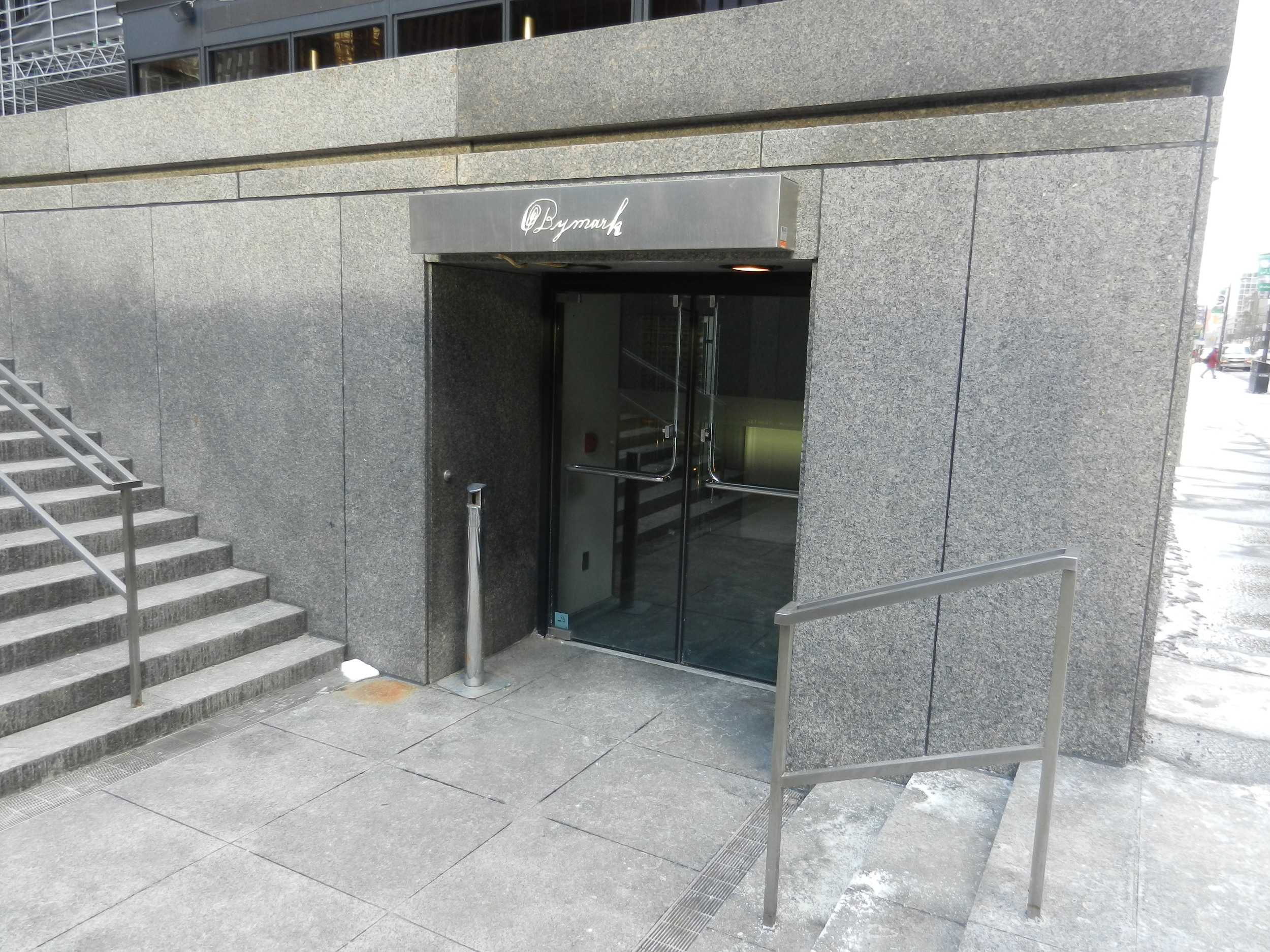 Picture of accessible entrance to restaurant.