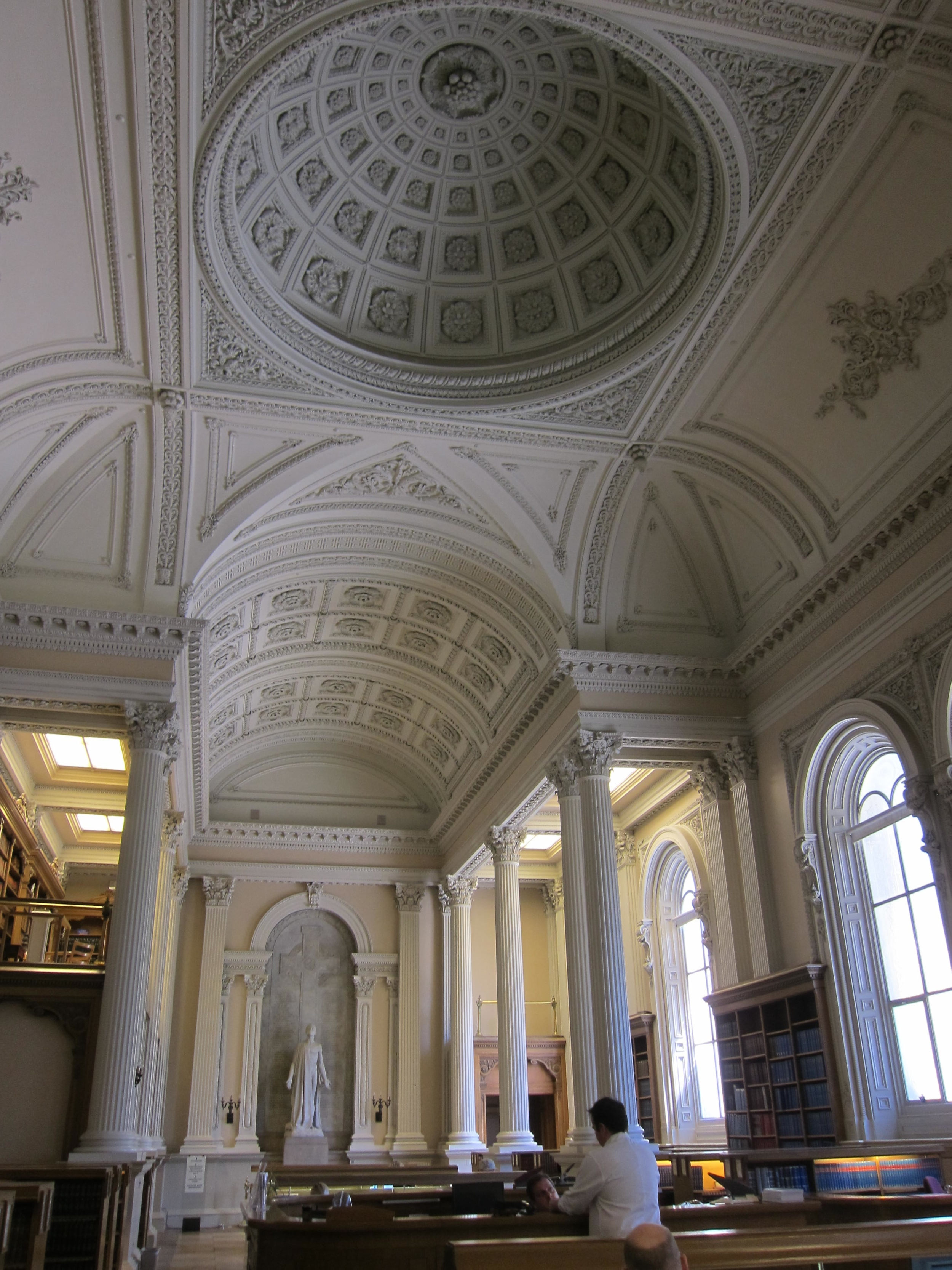 Picture of beautiful ceiling dome design.
