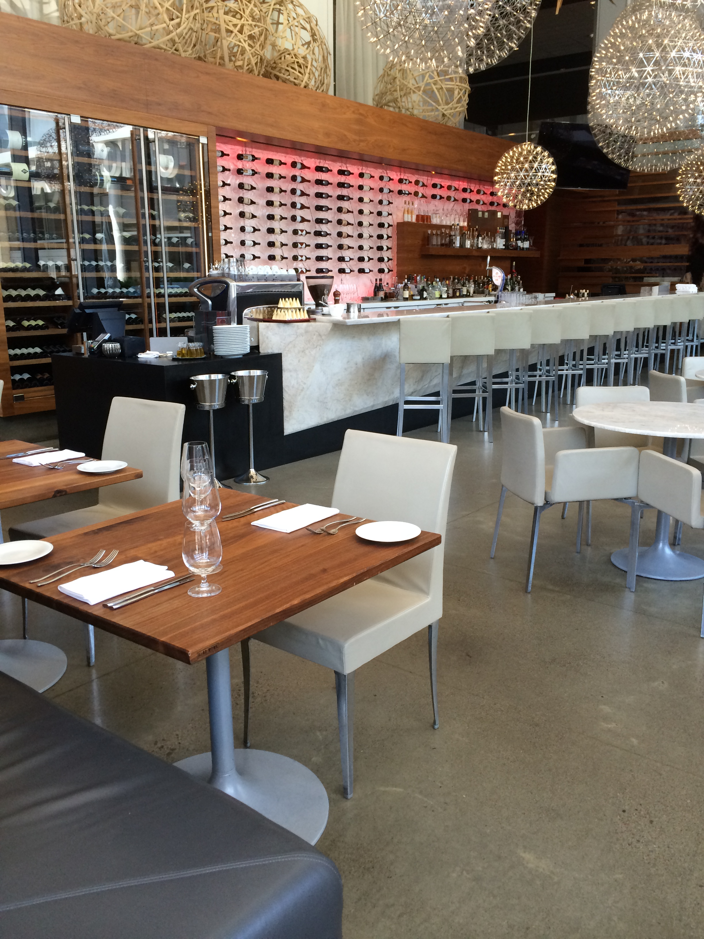 Picture of accessible interior of restaurant. Level flooring, white furniture