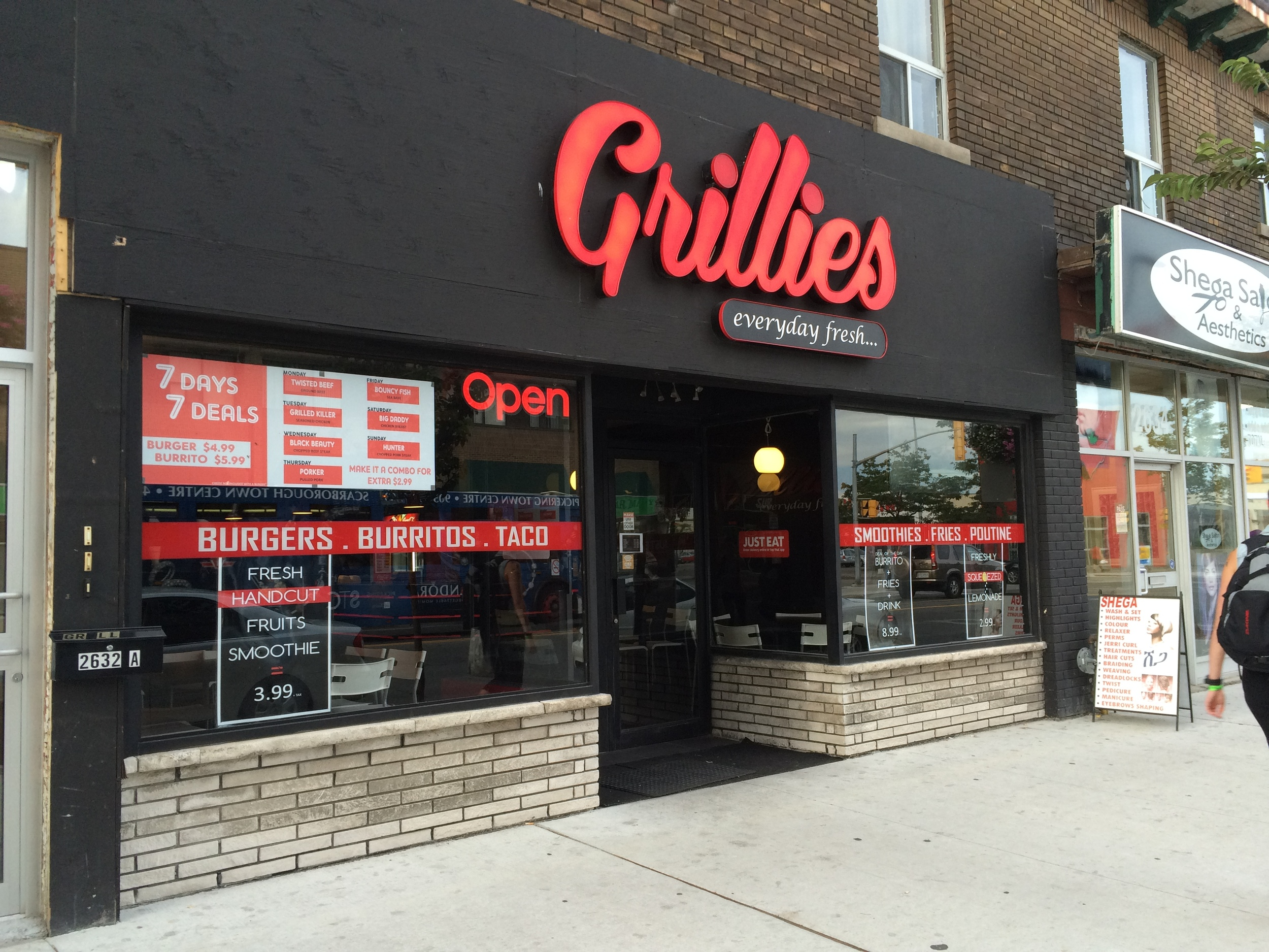 Picture of accessible entrance of Grillies