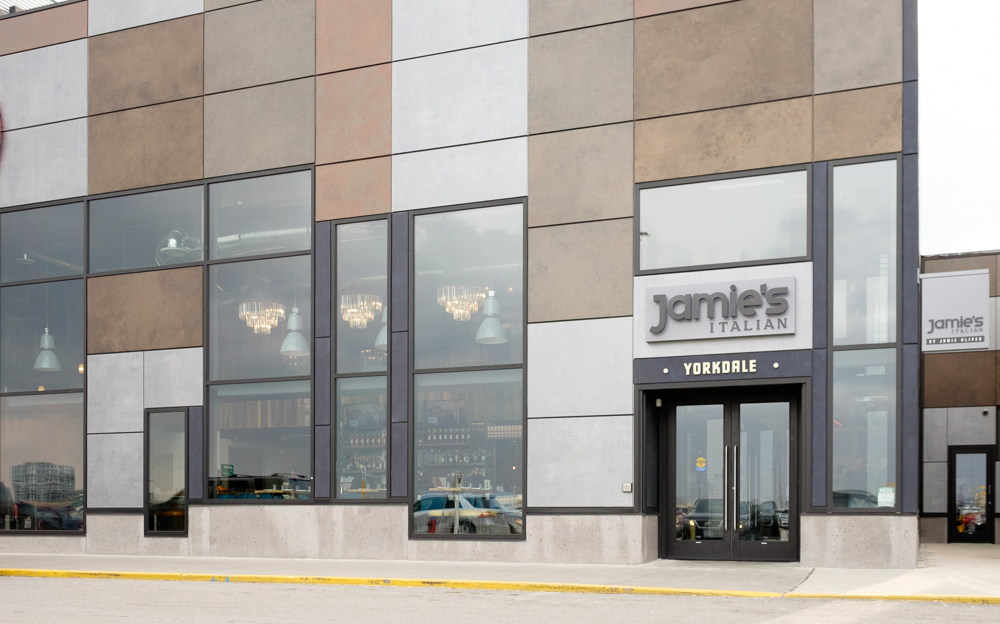 Picture of accessible entrance of Jamie's Italian