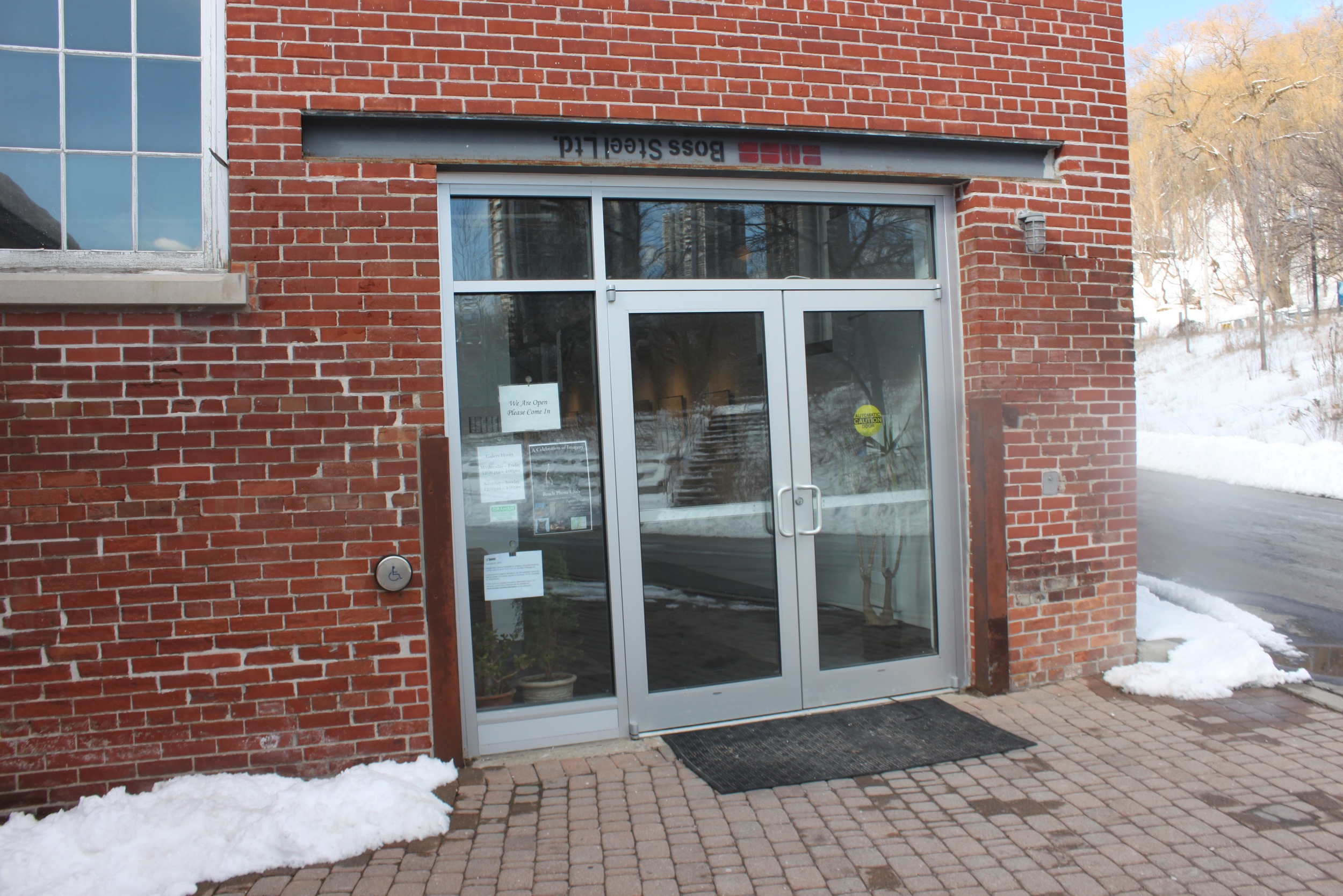 Picture of accessible entrance of the Papermill Theater