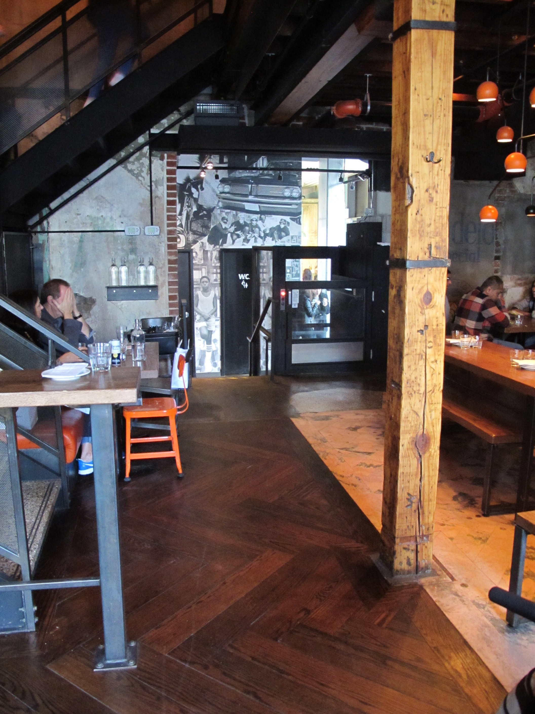 Picture of the spacious main floor dining area of La Carnita