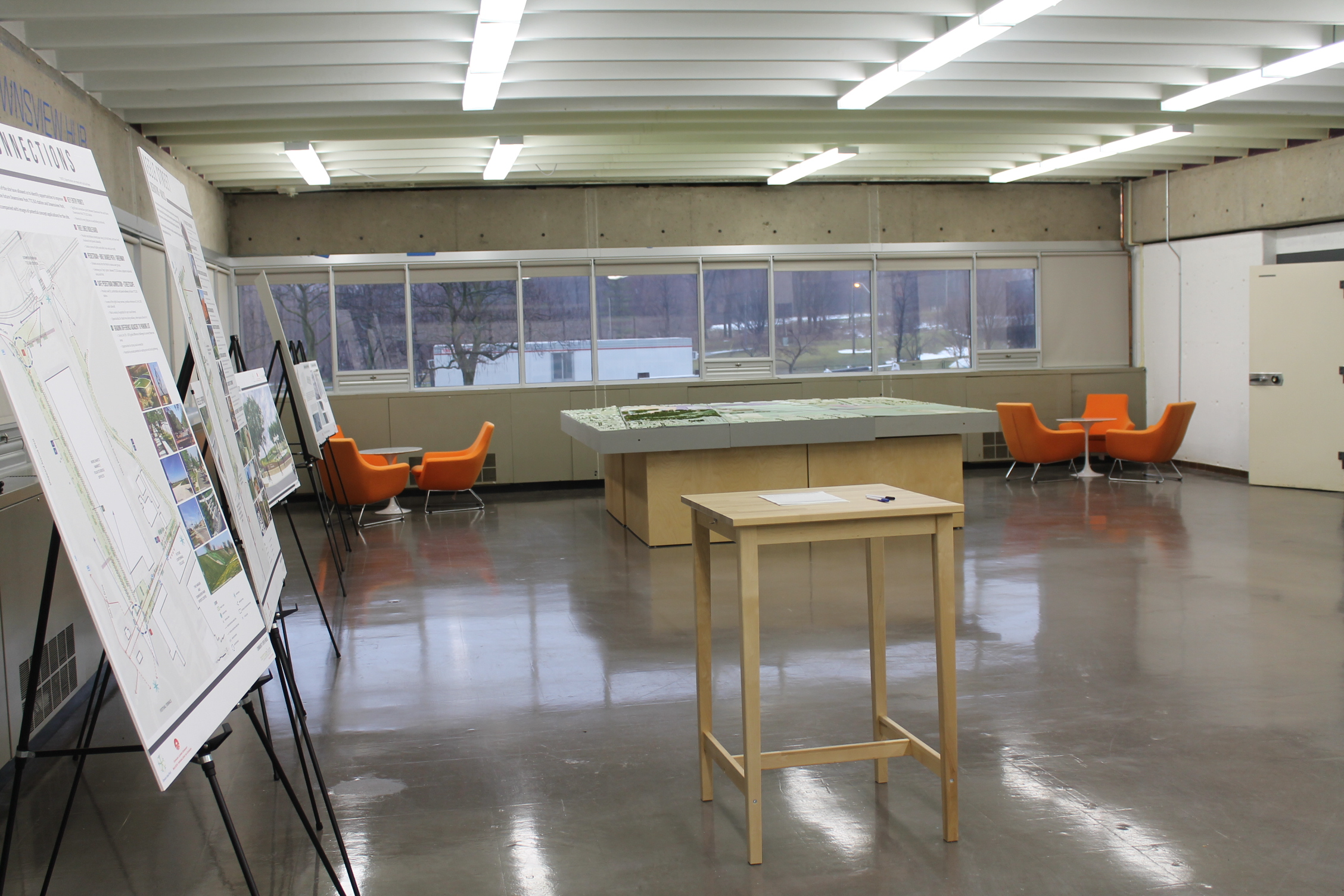 Picture of smooth concrete floors and moveable tables