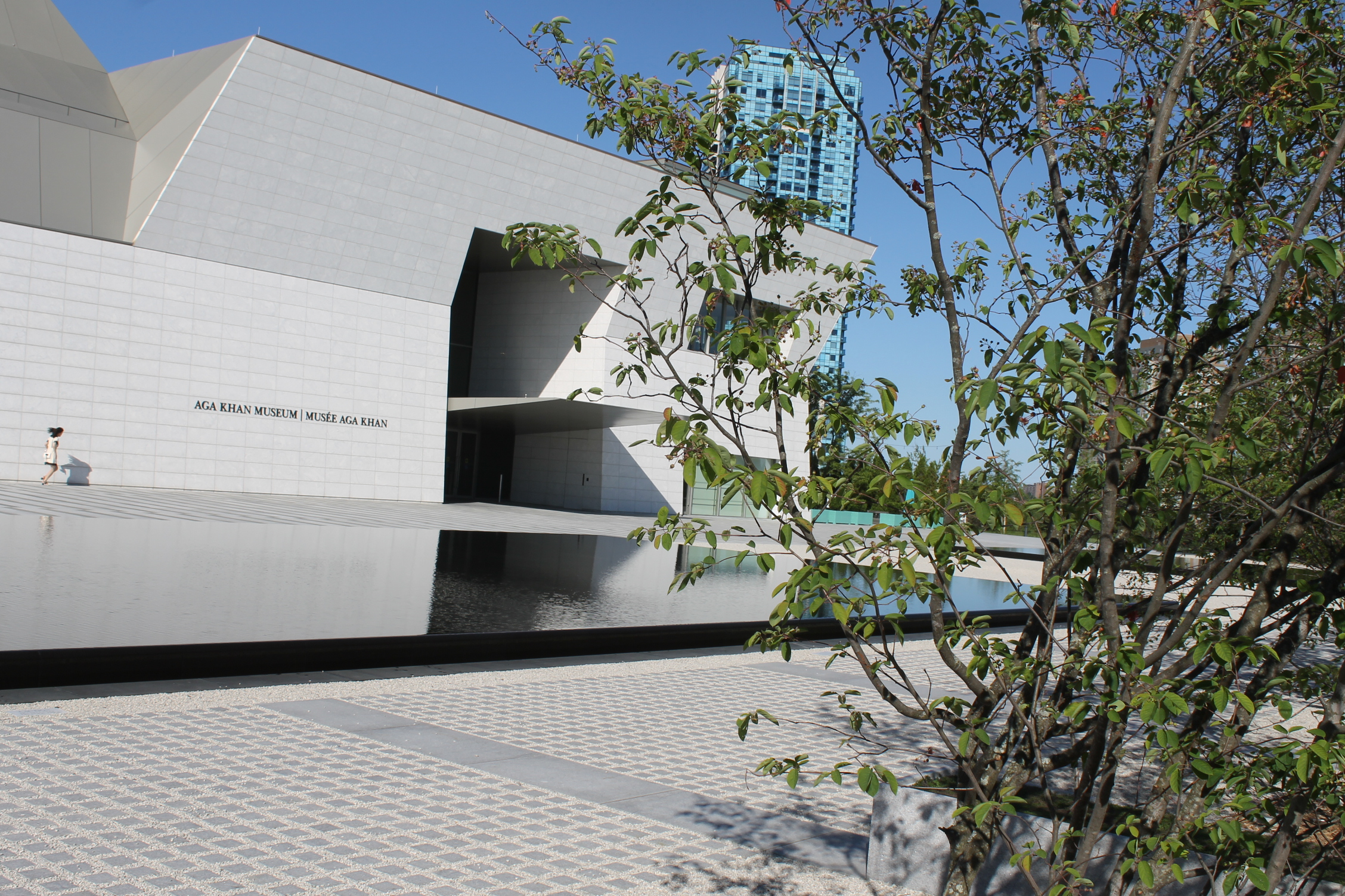 Picture of the accessible entrance of the Aga Khan Museum
