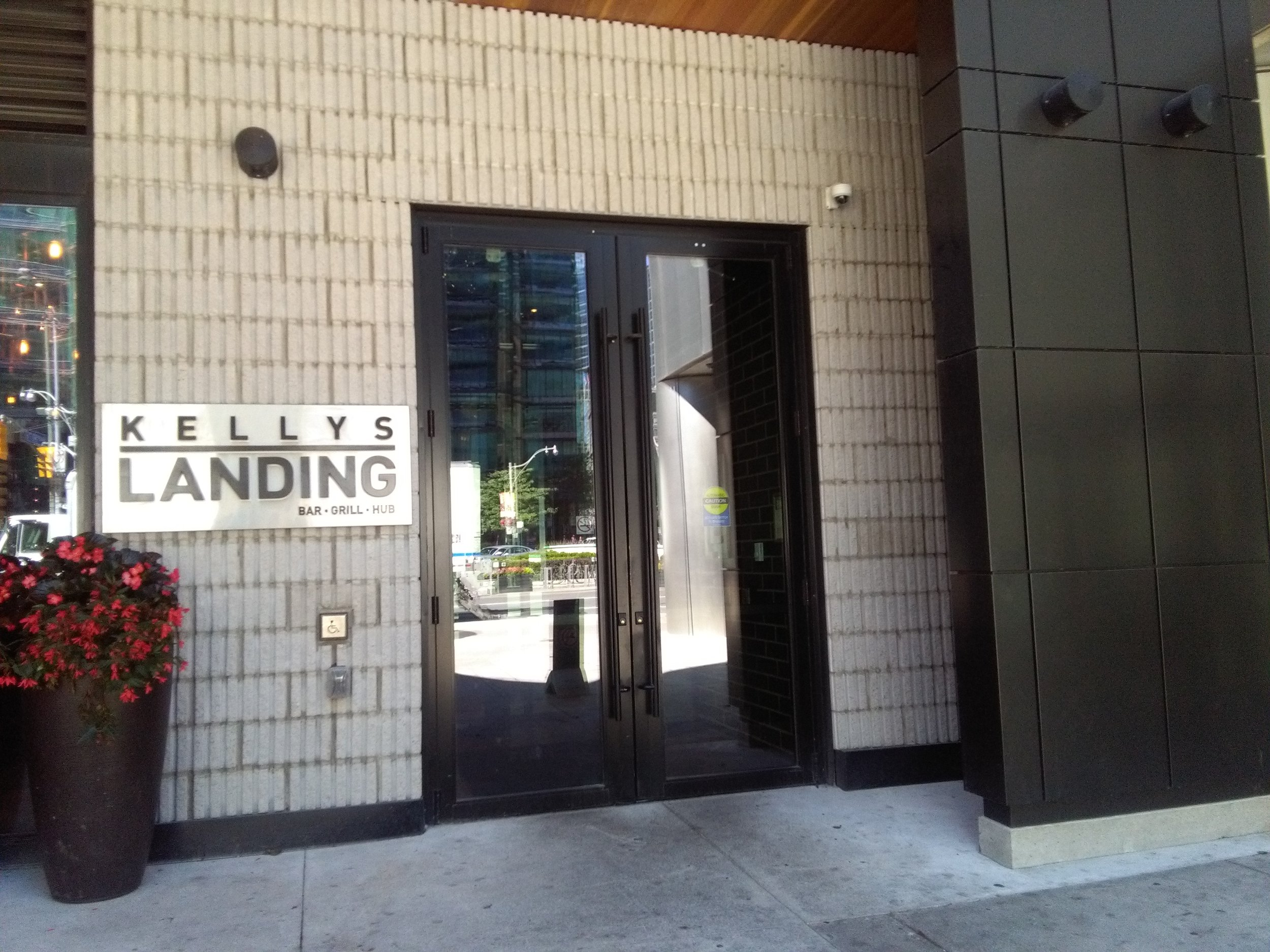 Picture of accessible entrance of Kellys Landing