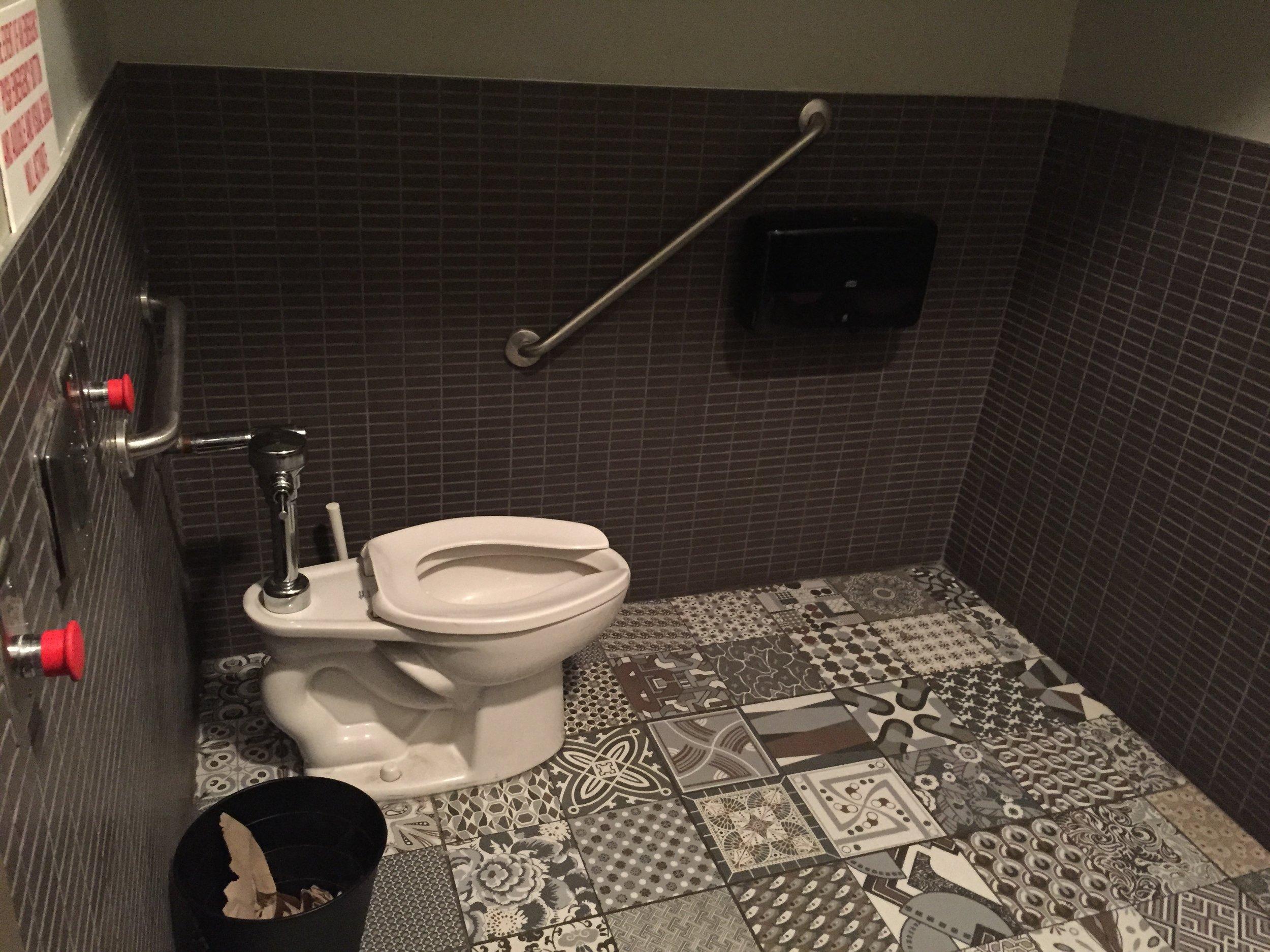Picture of accessible washroom at Cacao 70