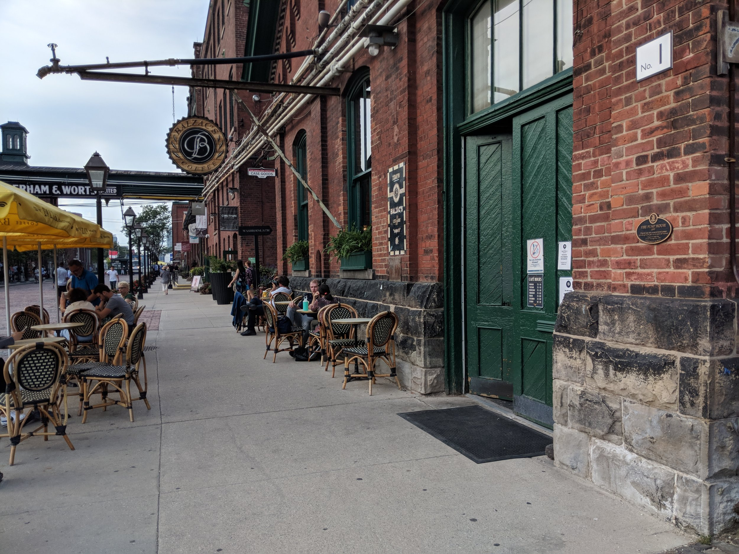 Picture of the accessible entrance of Balzac's Coffee Roasters