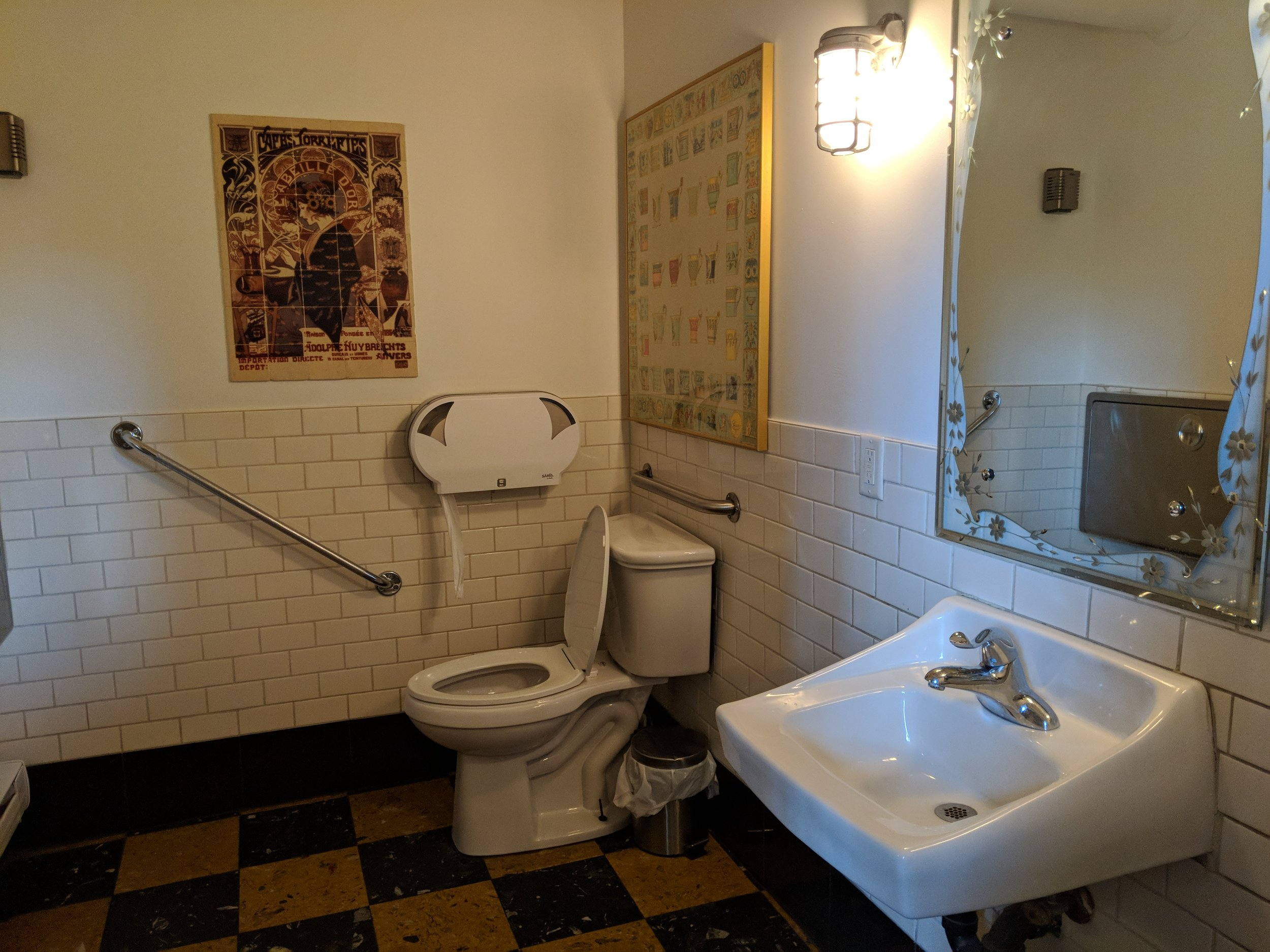 Picture of accessible washroom in Balzac's Coffee Roasters