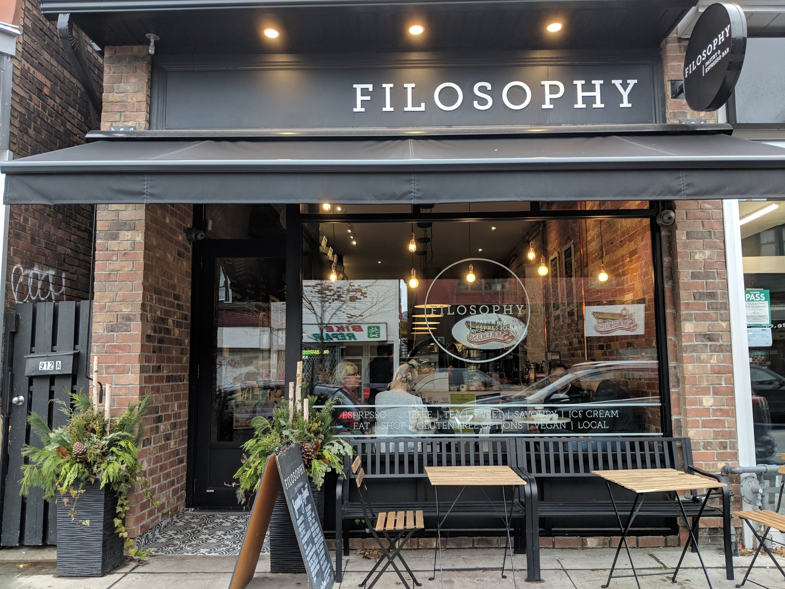 Picture of accessible entrance of Filosophy Pastry