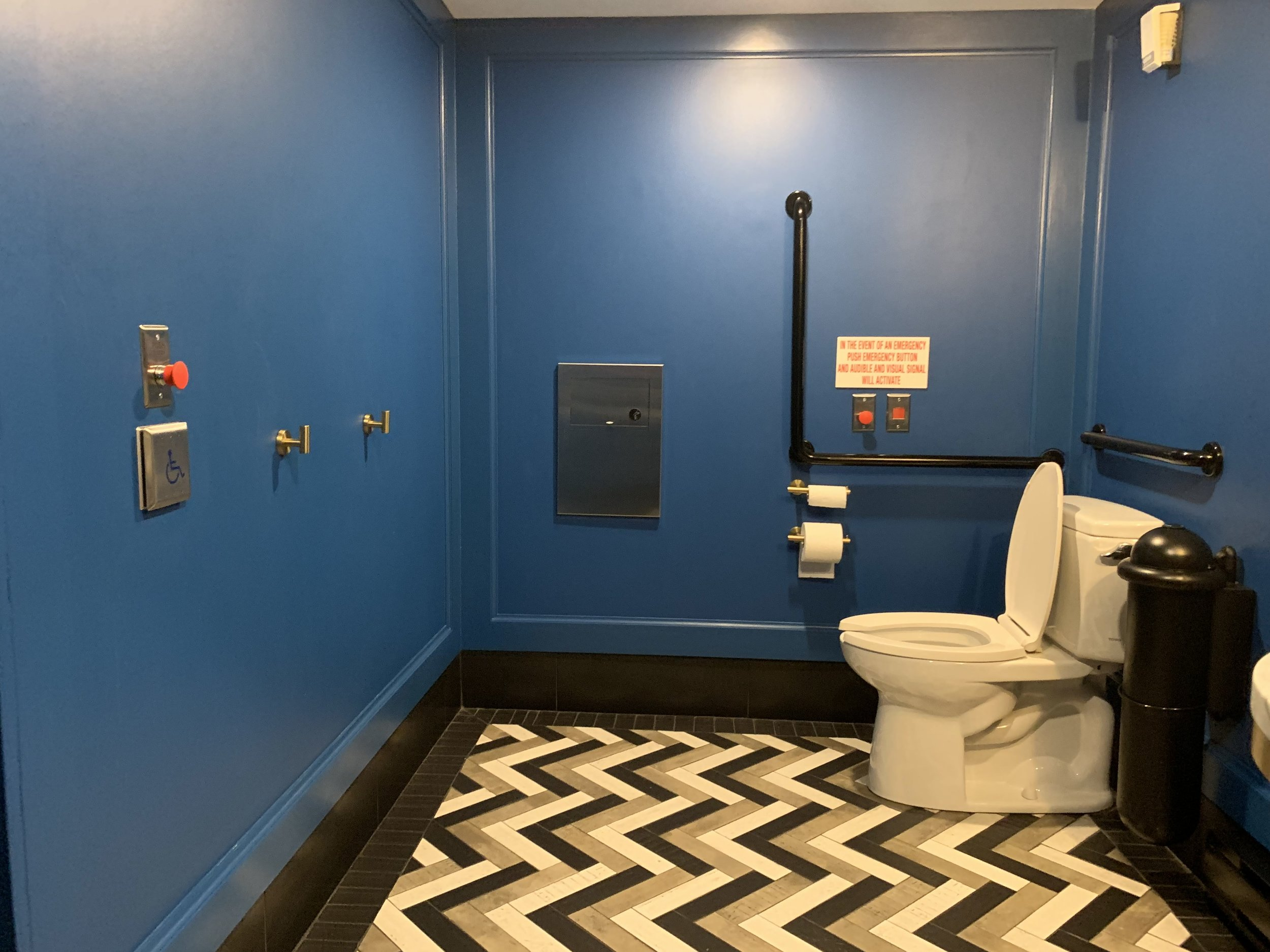 Picture of the accessible washroom at Lena