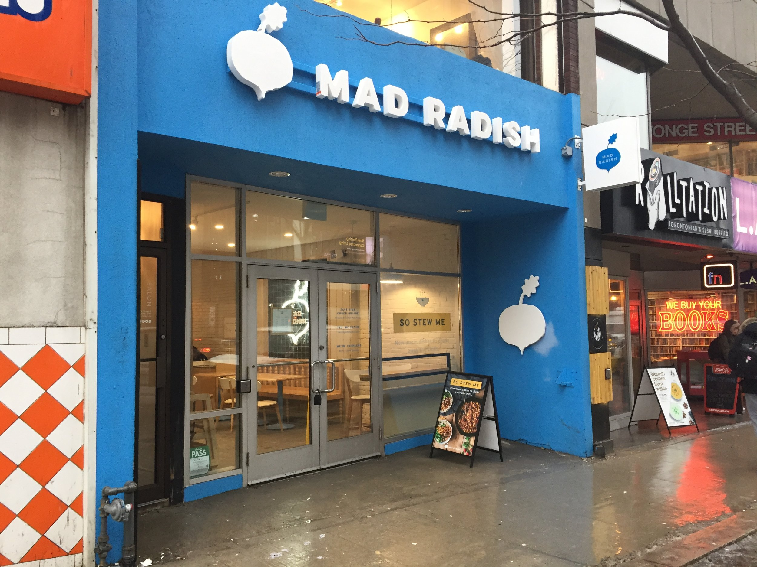 Picture of accessible entrance of Mad Radish