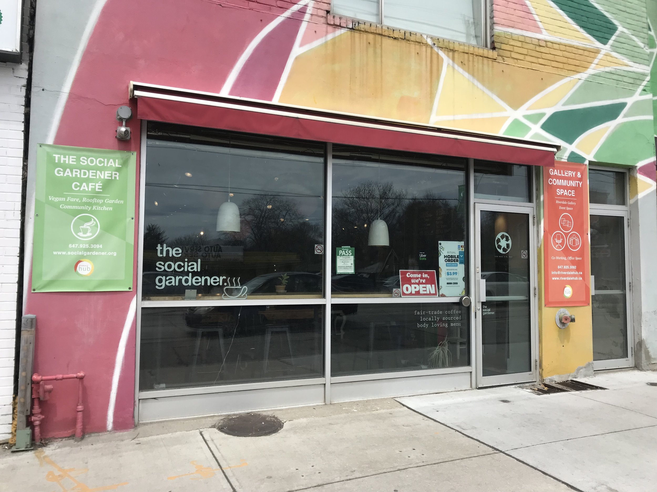 Picture of the accessible entrance of the social gardener cafe